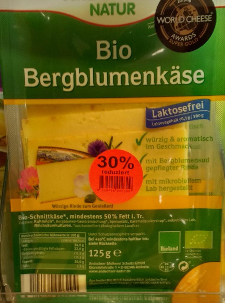 Eine Packung Biokäse mit grammatisch falschem Aufdruck.