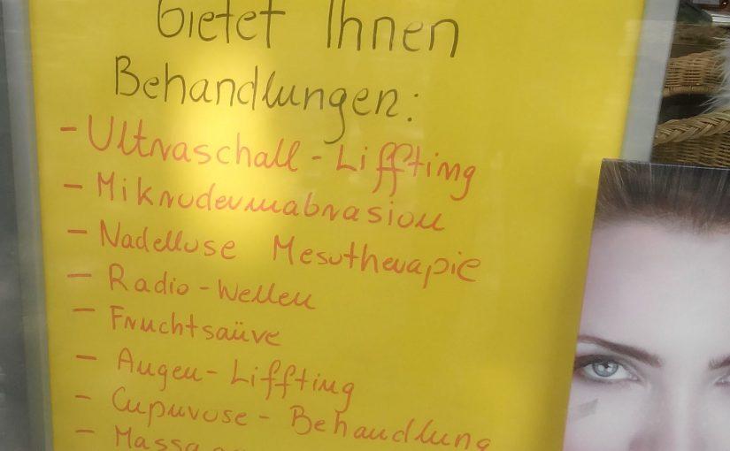 Ein handgeschriebener Werbezettel auf dem Liffting mit zwei f steht.