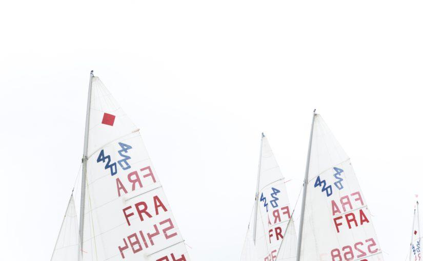 Abkürzungen sind auf Schiffssegeln zu sehen. Lektorat Berlin Christian Wöllecke