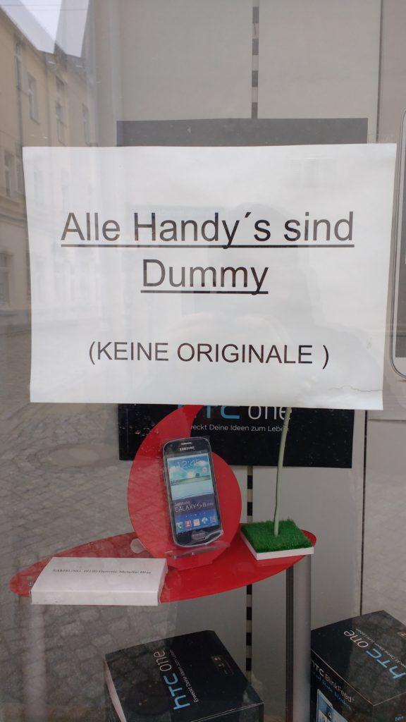 """Lektorat Berlin Christian Wöllecke: Dem Wort Handy wird im Genitiv kein """"s"""" mit Apostroph angehängt: des Handys."""