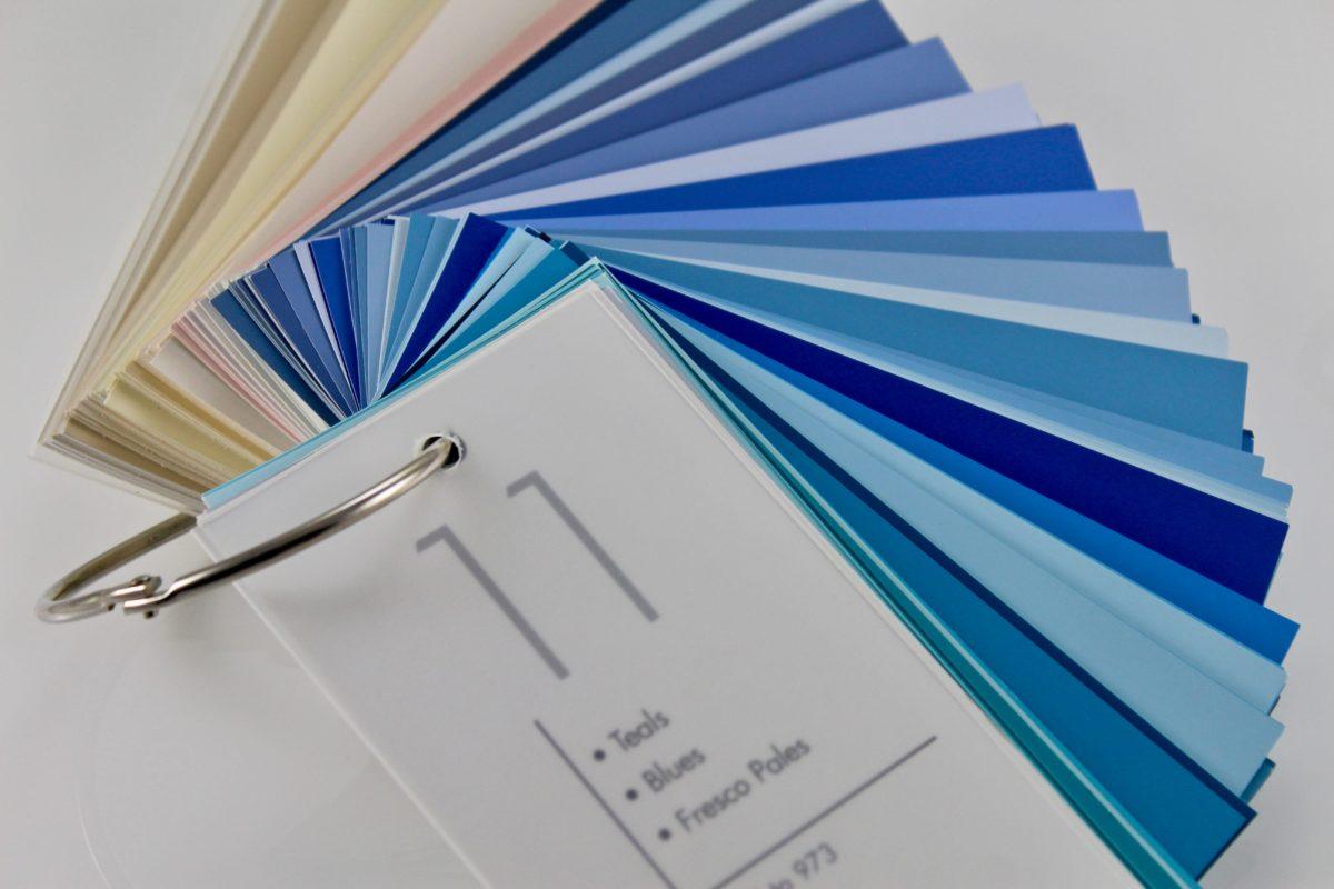 Wann wird ein Komma bei zum Beispiel gesetzt? Bild von Beispielfarbtönen einer Farbpalette. Lektor und Texter Christian Wöllecke Berlin